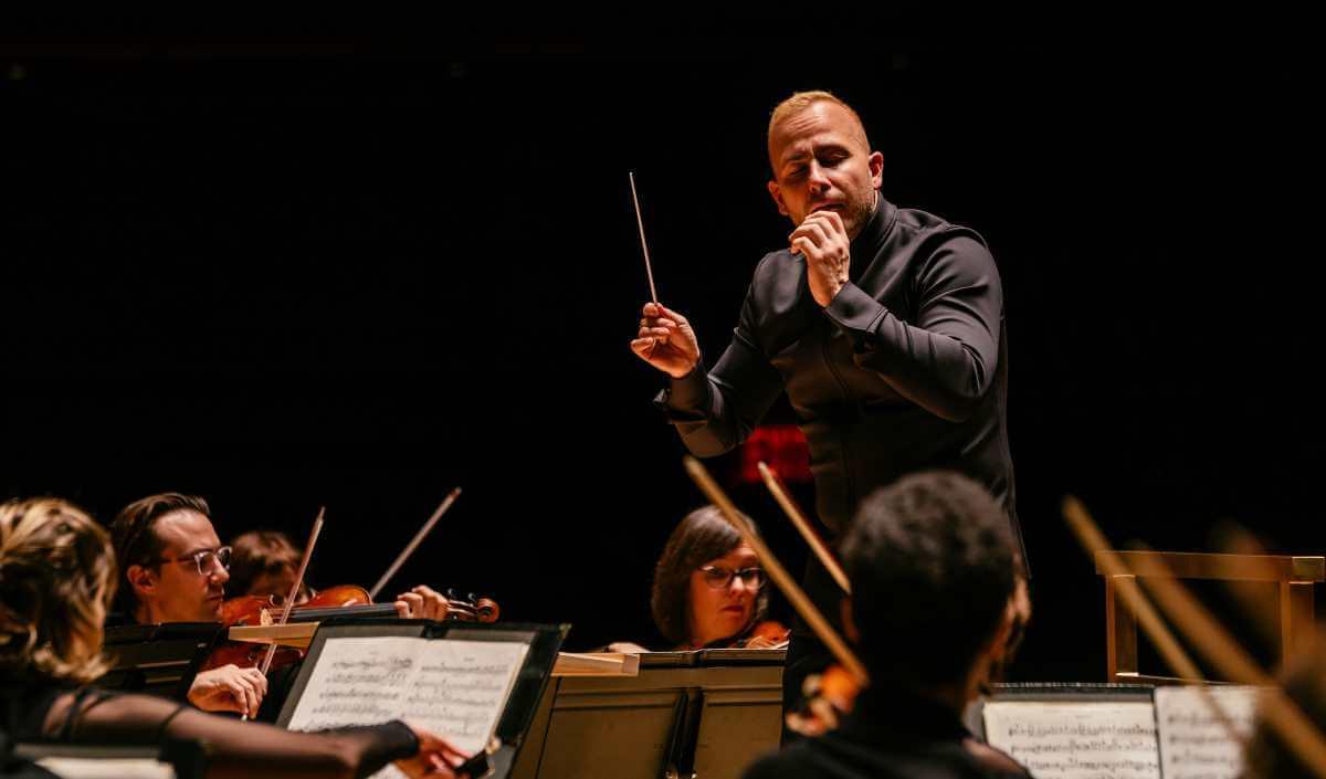Yannick Nézet-Séguin dirigeant l'Orchestre Métropolitain au Verizon Hall, Philadelphie, 24 novembre 2019 (Photo : François Goupil)