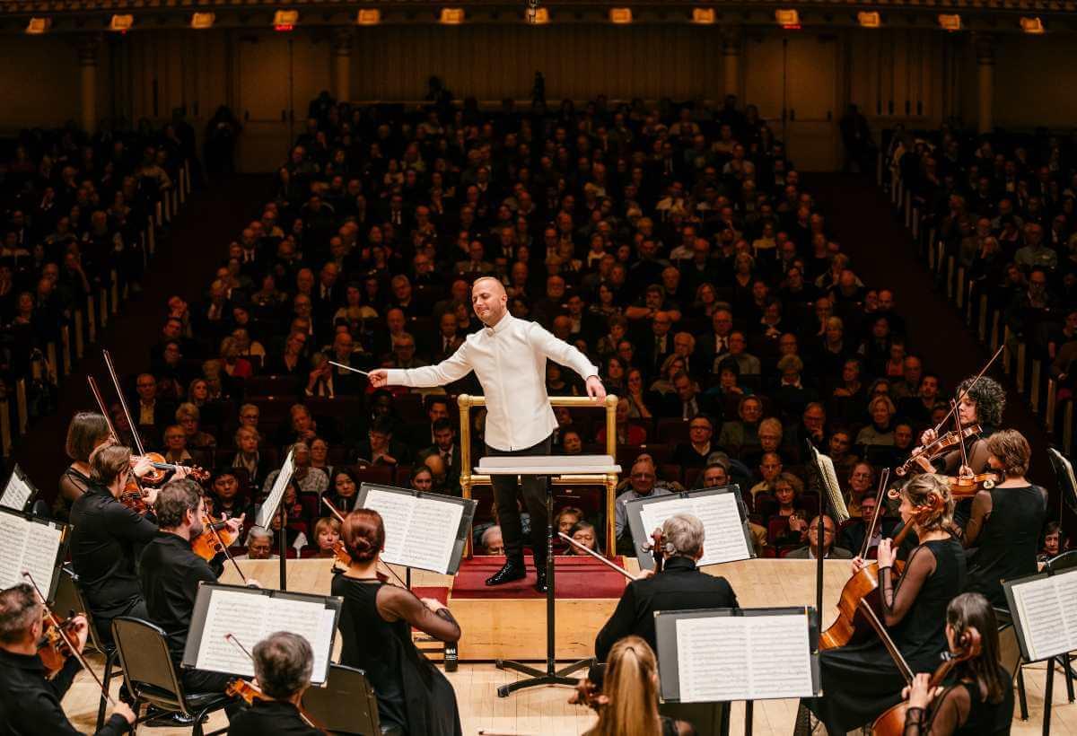 Yannick Nézet-Séguin dirigeant l'Orchestre Métropolitain à Carnegie Hall, 22 novembre 2019. (Photo: François Goupil)