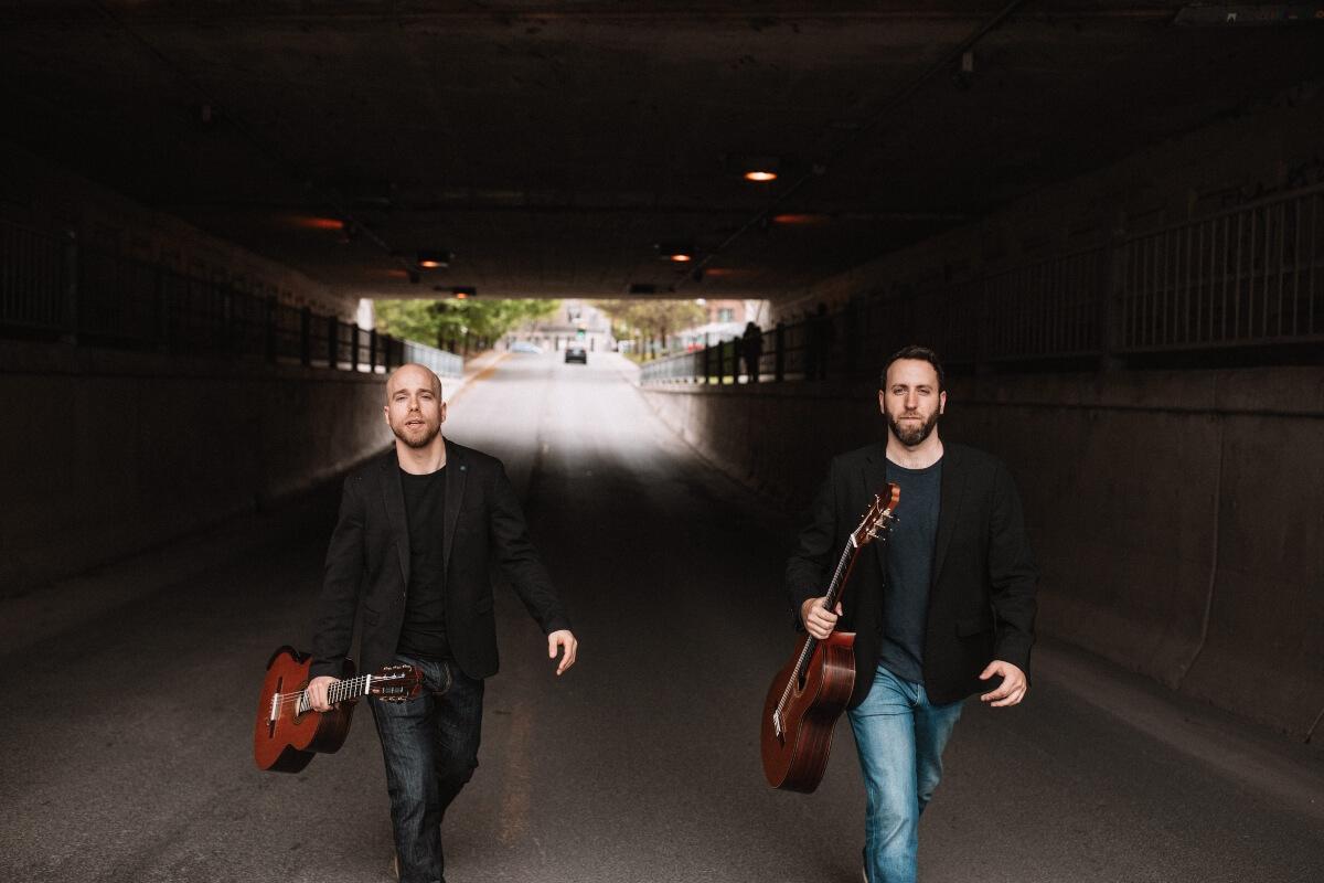Les guitaristes Adam Cicchillitti et Steve Cowan (Photo : courtoisie)