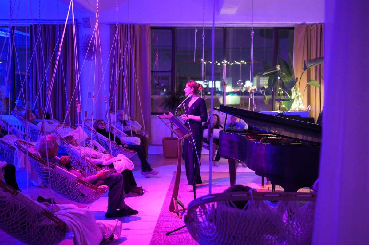 Bien installés dans leur hamac, les participants au dernier concert Satie de Sérénitié Sonore ont apprécié leur expérience! (Photo: Vincent Mesure)