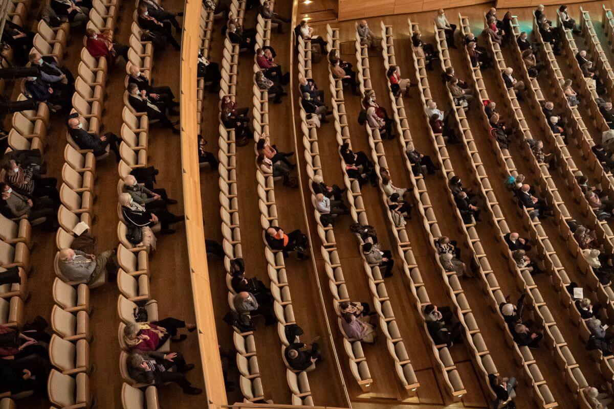 Cette photo du public à la Maison symphonique, le 27 mars 2021, démontre bien que la distanciation physique est très bien respectée. (Photo: Antoine Saito)