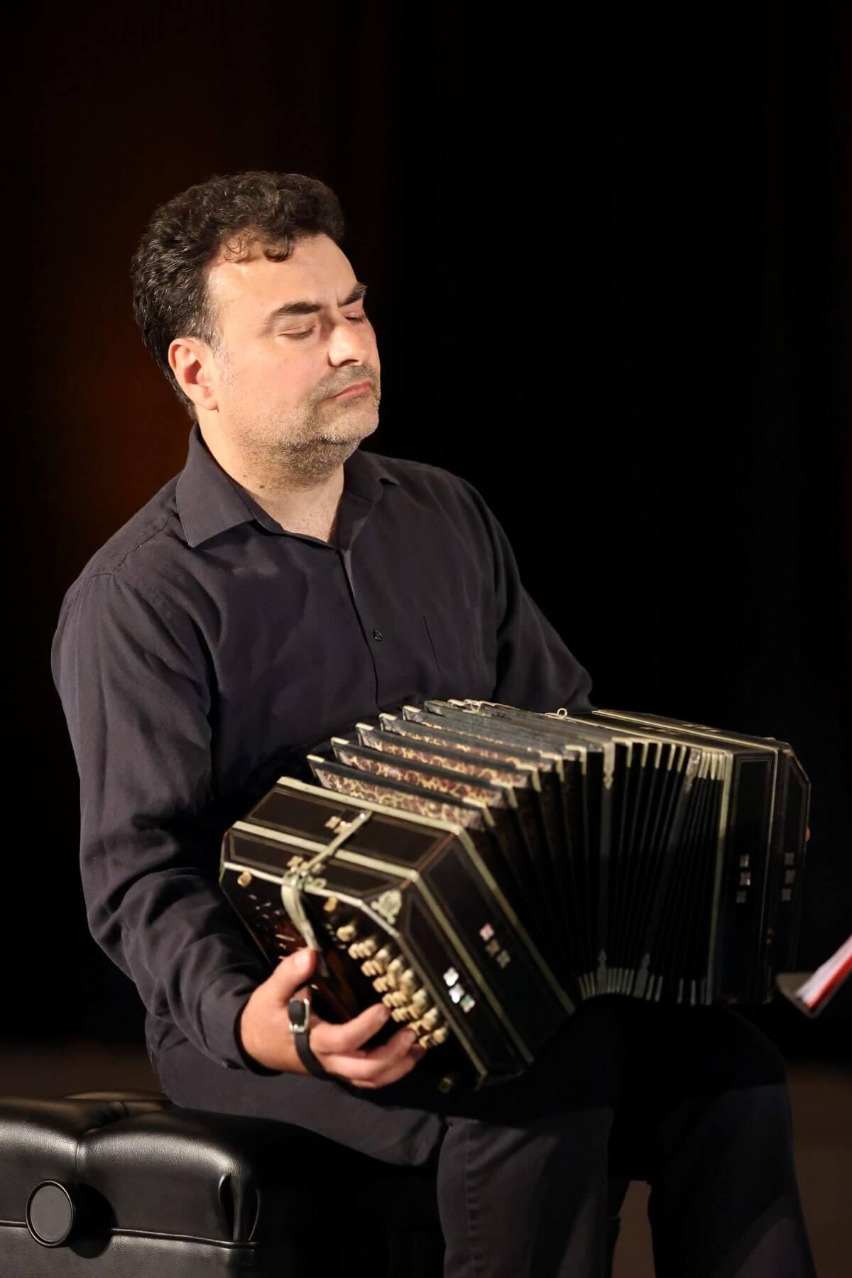 Denis Plante, bandonéoniste, compositeur et dramaturge. (Photo: Patrick Boucher)