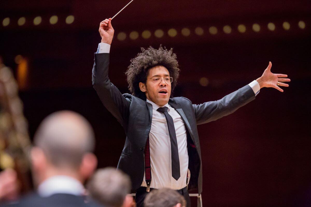 Rafael Payare, nouveau directeur musical de l'Orchestre symphonique de Montréal. (Photo: Antoine Saito)