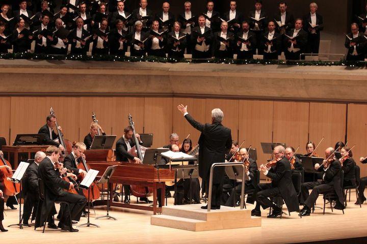 Christopher Warren-Green conducts the Toronto Symphony Orchestra and Toronto Mendelssohn Choir at Roy Thomson Hall on Tuesday night (Josh Clavir photo).