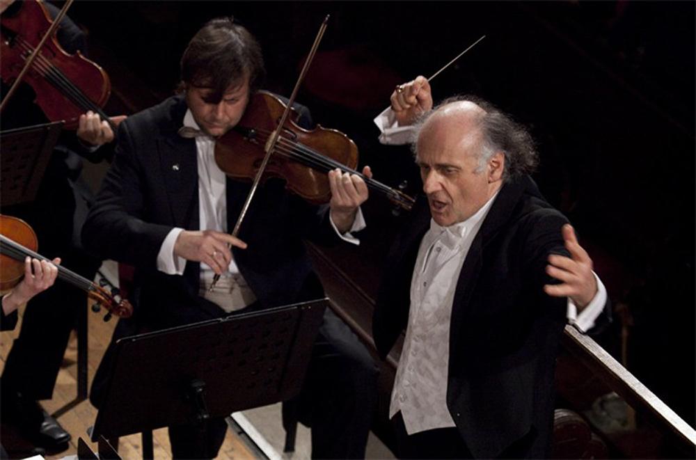 Sinfonia Toronto conductor, Nurhan Arman
