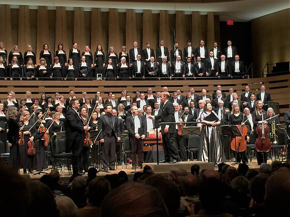 Toronto Mendelssohn Choir with Artistic Director Noel Edison (Photo: Joseph So)