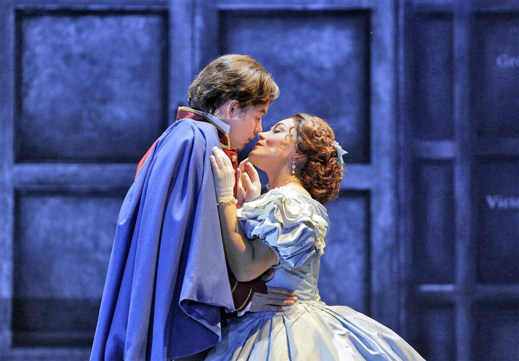 Santa Fe Opera: Stephen Costello (Roméo) Ailyn Pérez (Juliette) in Roméo et Juliette (Photo: Ken Howard)