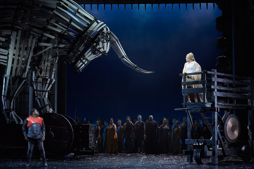 Canadian Opera Company production of Norma, 2016, (Photo: Michael Cooper)