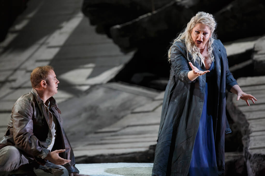 Lyric Opera of Chicago: Les Troyens. Baritone Lucas Meachem, Soprano Christine Goerke. (Photo: Todd Rosenberg)