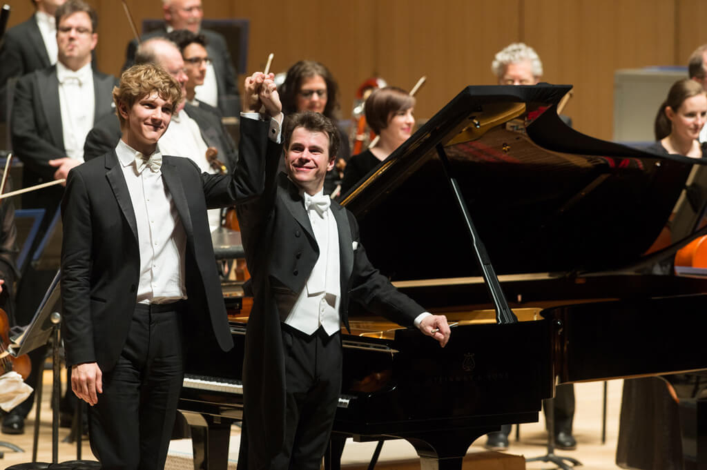 The TSO with Jan Lisiecki (piano), and Jakub Hrůša (guest conductor) (Photo: Jag Gundu)