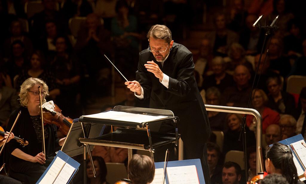 Andrey Boreyko conducts the Toronto Symphony Orchestra at Roy Thomson Hall. (Photo: Jag Gundu)