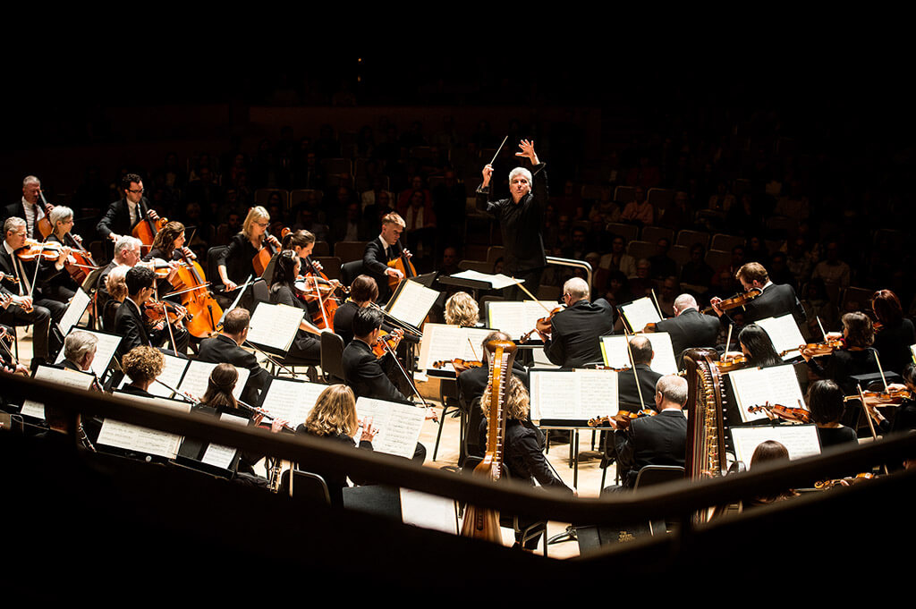 Peter Oundjian conducts TSO (Photo: Jag Gundu)