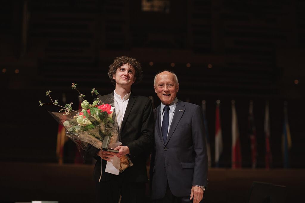 Zoltán Fejérvári and MIMC President André Bourbeau (Photo: Brent Calis)