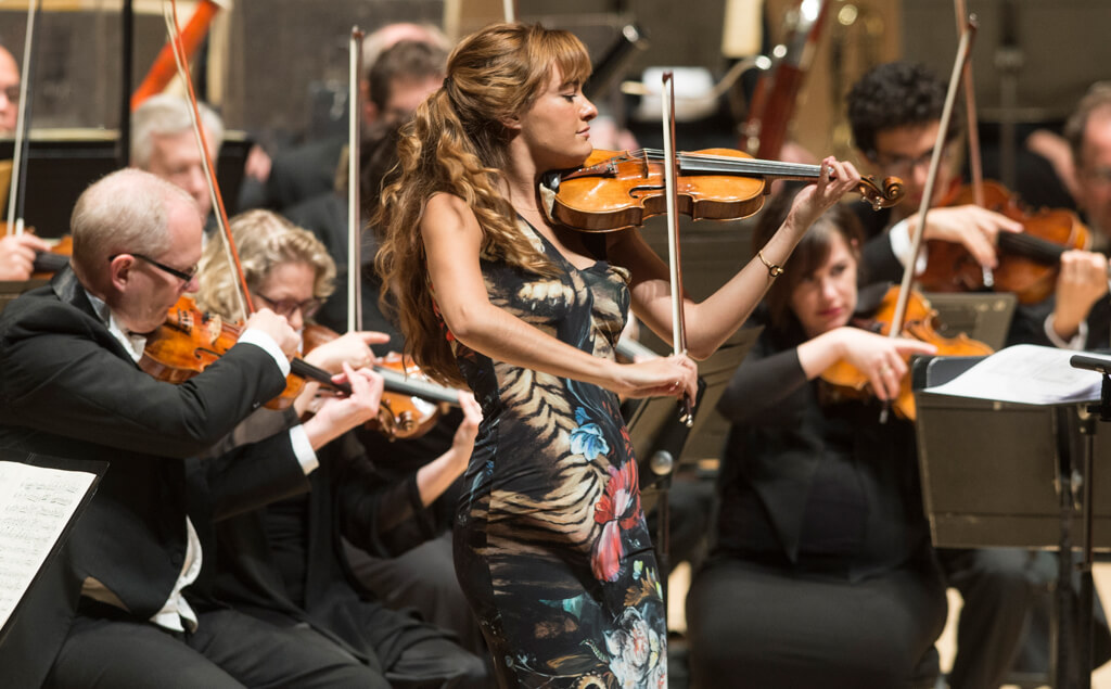 Nicola Benedetti performs with the Toronto Symphony Orchestra and conductor Peter Oundjian (Photo: Jag Gundu)