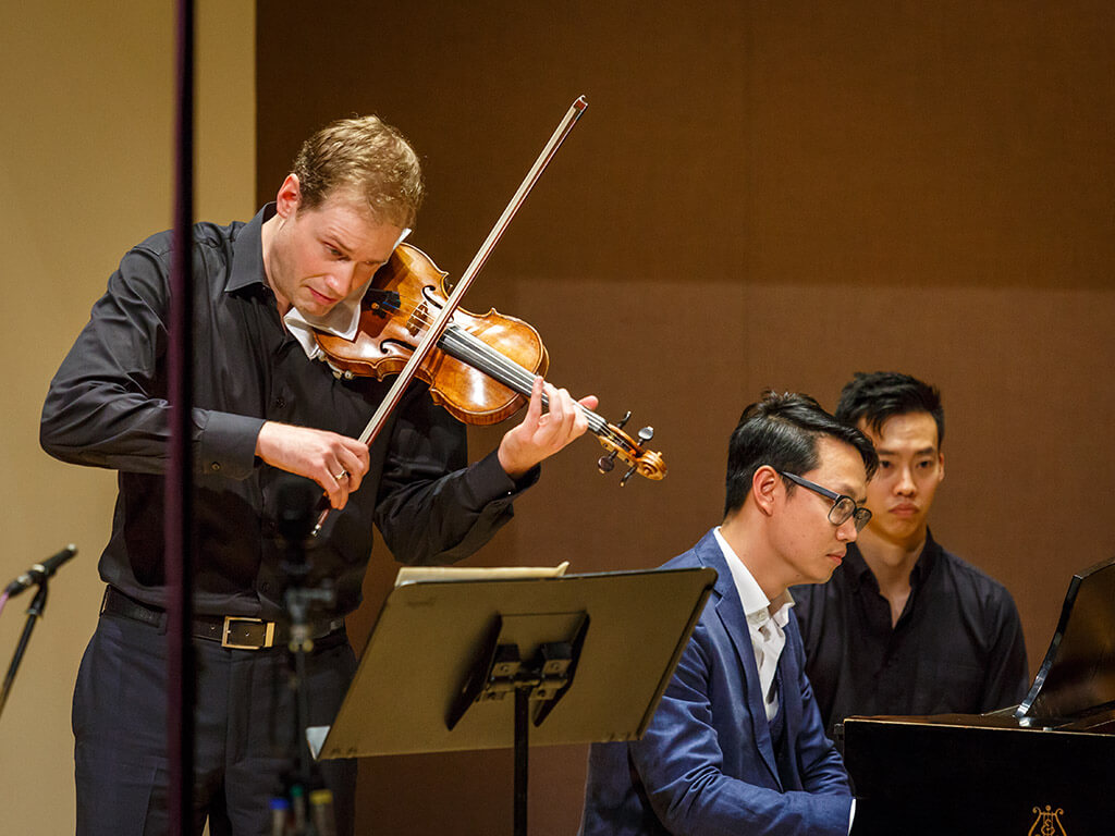 Jonathan Crow and Philip Chiu perform at Toronto Summer Music. (Photo: James Ireland)