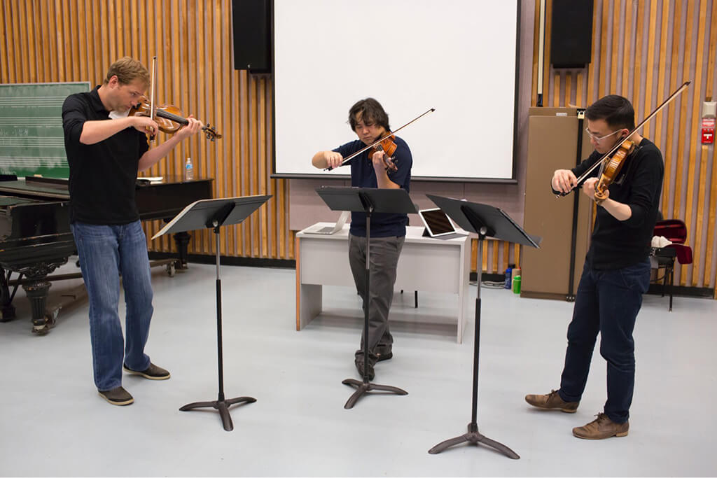 Jonathan Crow, Yosuke Kawasaki and Andrew Wan rehearse the Triple Concerto in Ottawa. (Photo: David Kawai)