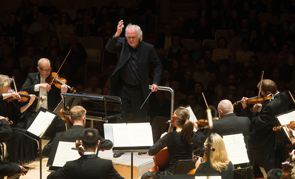 Donald Runnicles and the Toronto Symphony Orchestra (Photo: Jag Gundu)