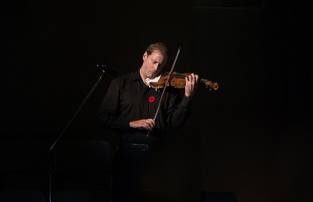 Jonathan Crow plays The Lark Ascending (Photo: Jag Gundu)