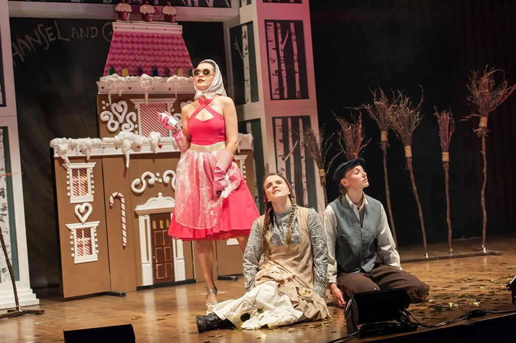 Kendra Dyck (Gretel), Rachel Miller (Hansel), Kateryna Khartova (Dew Fairy) (Photo: Lisa Sakulensky)