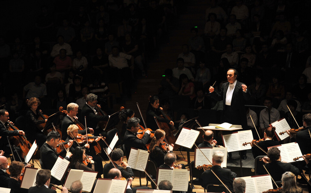 Charles Dutoit and the Philadelphia Orchestra (Photo: Creative Commons)