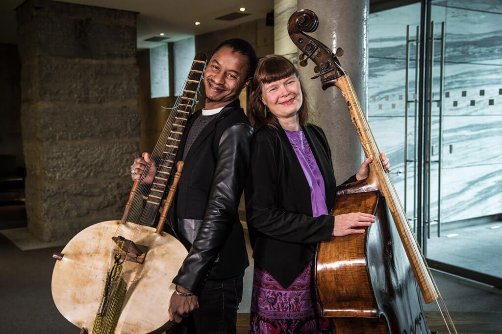 Alison Mackay with Diely Mori Tounkara (kora) (Photo: Caroline Bergeron)