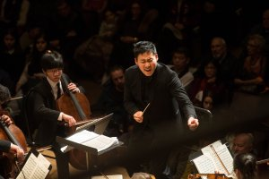 Earl Lee conducts the Toronto Symphony Youth Orchestra (Photo: Jag Gundu)