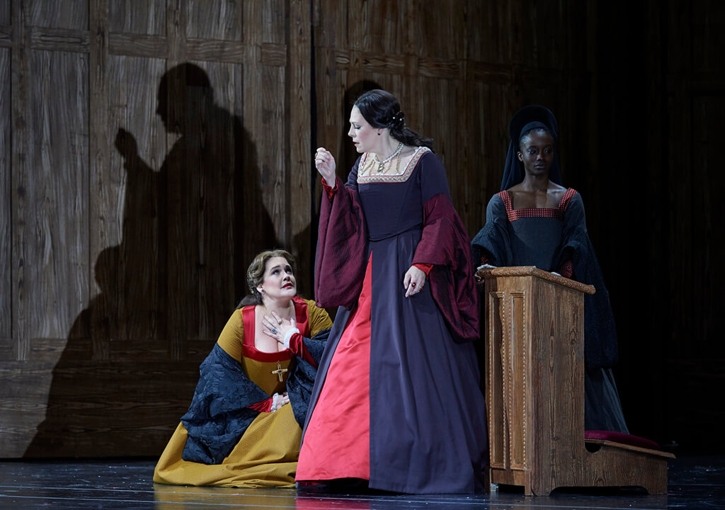 (l-r) Sondra Radvanovsky as Anna Bolena and Keri Alkema as Giovanna Seymour in the Canadian Opera Company's production of Anna Bolena, 2018. (Photo: Michael Cooper)