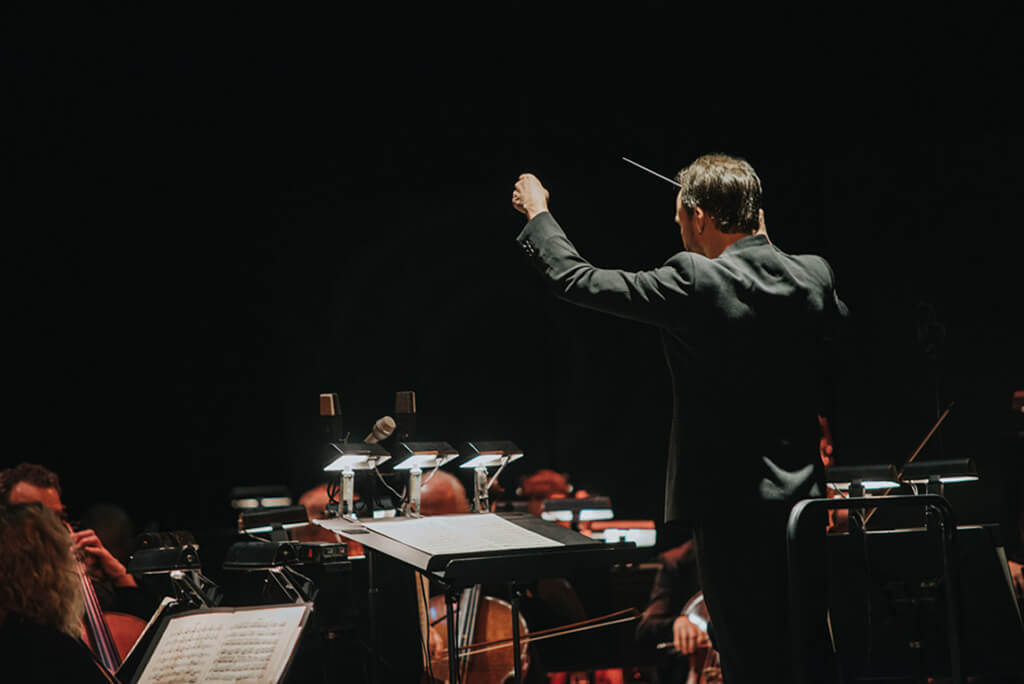 Johannes Debus and the COC Orchestra. (Photo: Gaetz Photography)