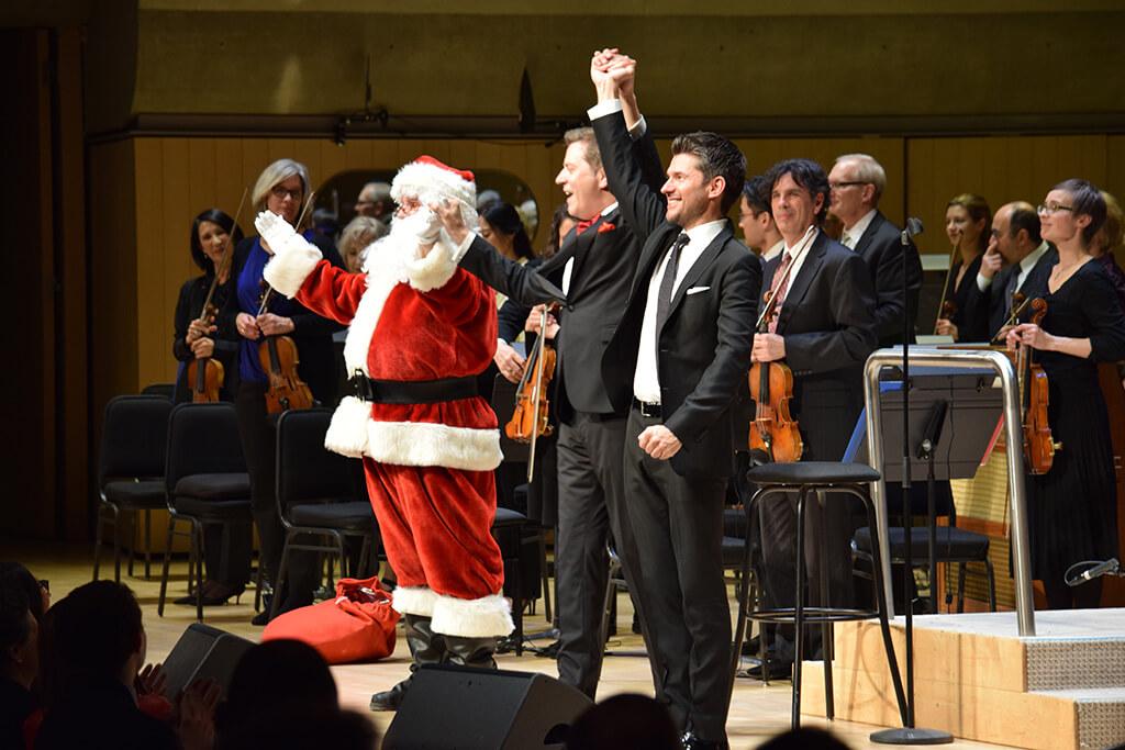 Santa Claus (Kevin Devaux), Steven Reineke, Matt Dusk, TSO Holiday Pops (Photo: Emma Badame)