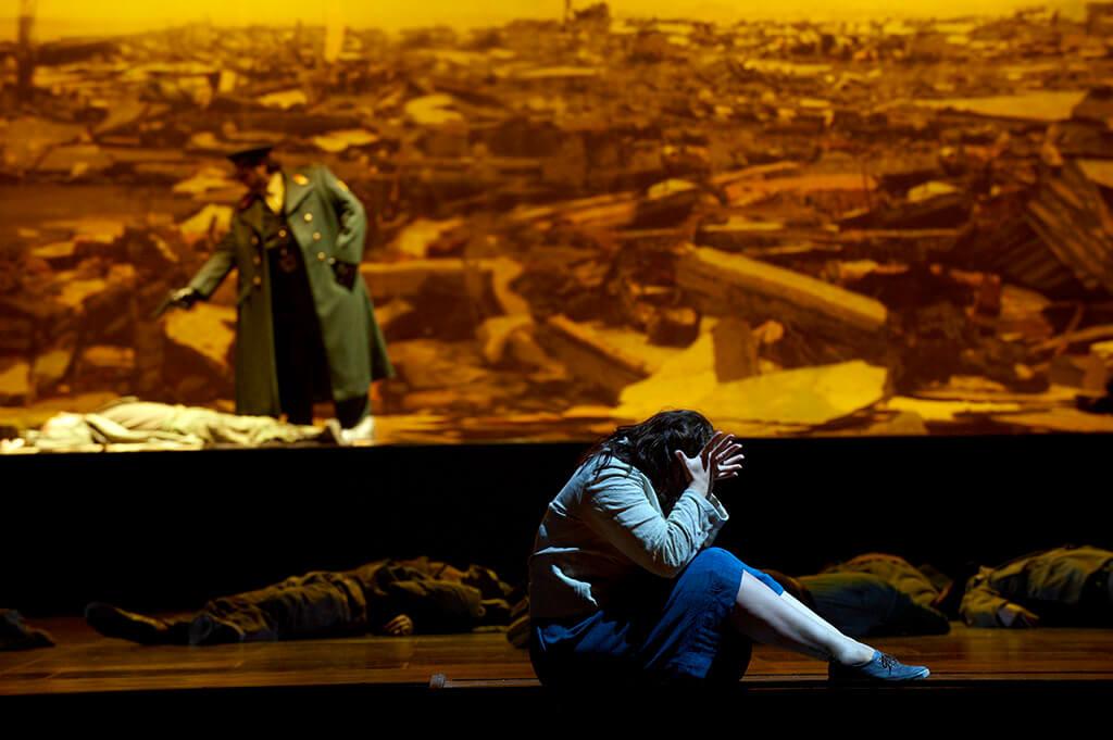 Rosario La Spina as Radames (back) and Sondra Radvanovsky (front) as Aida in the Canadian Opera Company's production of Aida, 2010 (Photo: Michael Cooper)