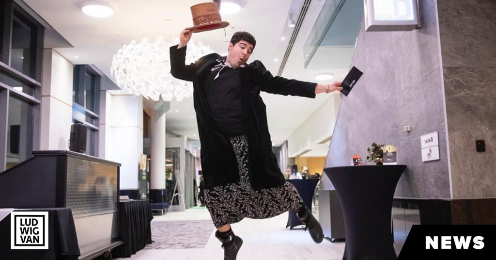 Jeremy Dutcher wins his first Juno Award. (Photo: CARAS/iPhoto)