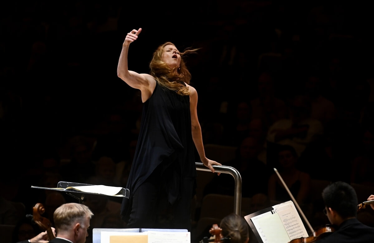 Barbara Hannigan conducts the TSO in the season launch