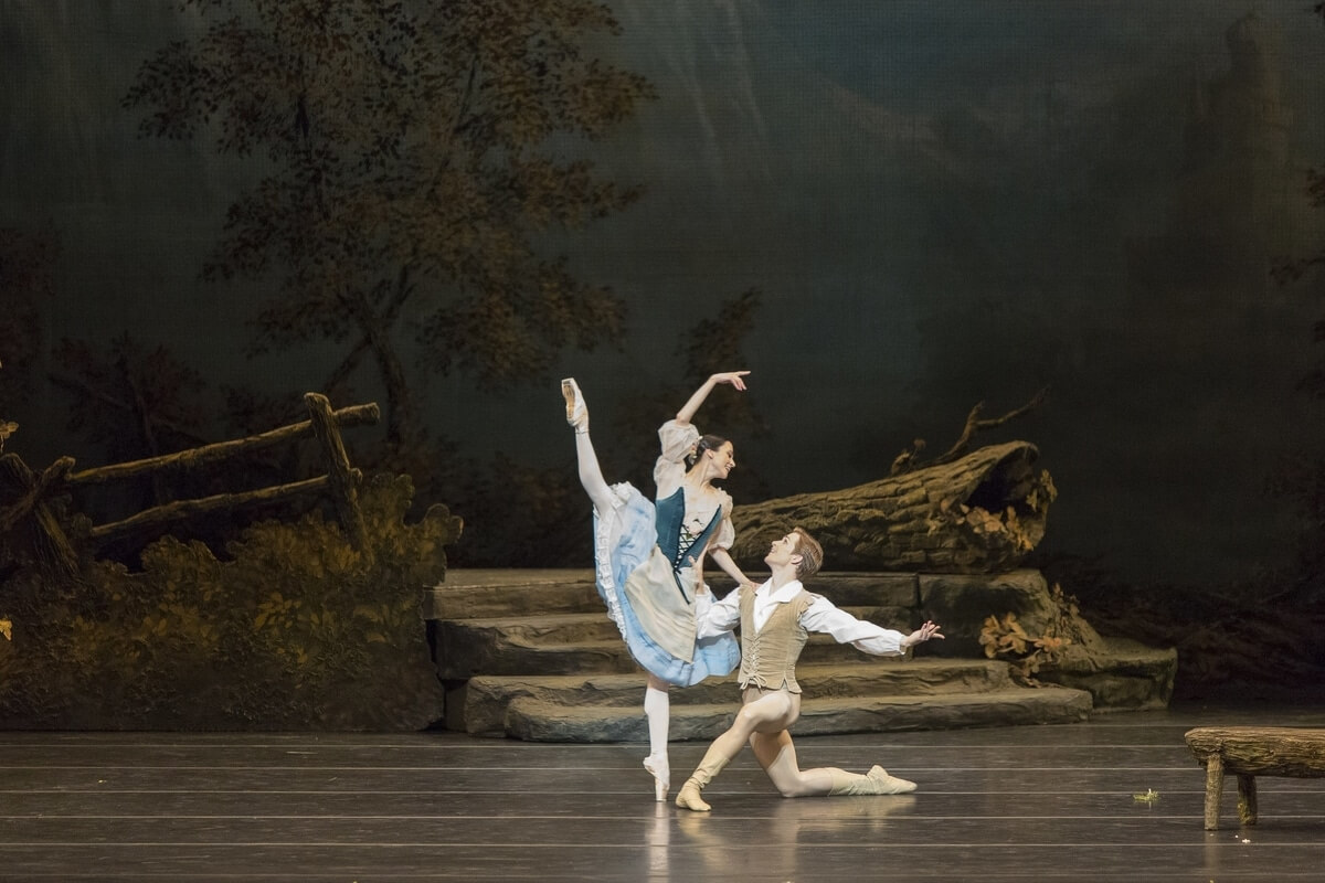 Svetlana Lunkina and Harrison James in Giselle
