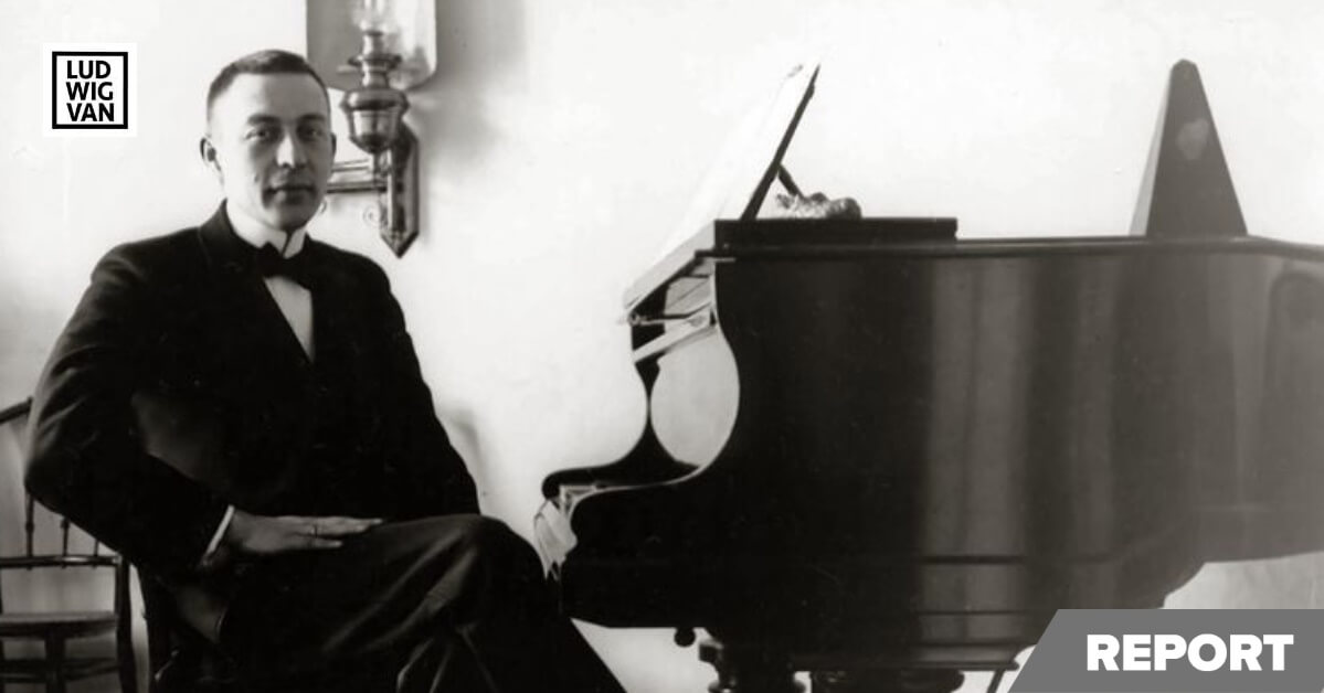 Rachmaninoff at the piano in 1910 (Public domain image)