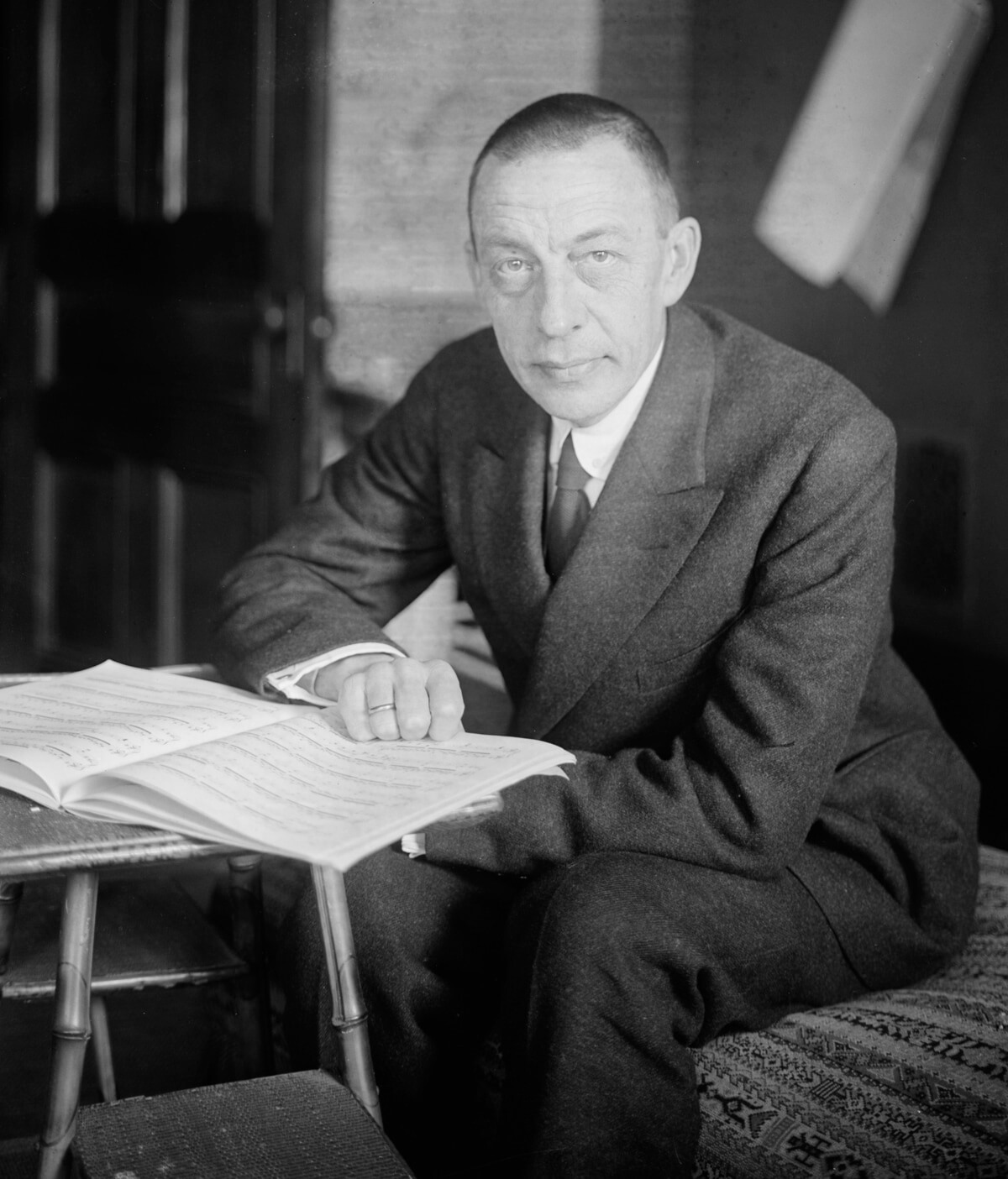 Rachmaninoff, seated (Public domain image)