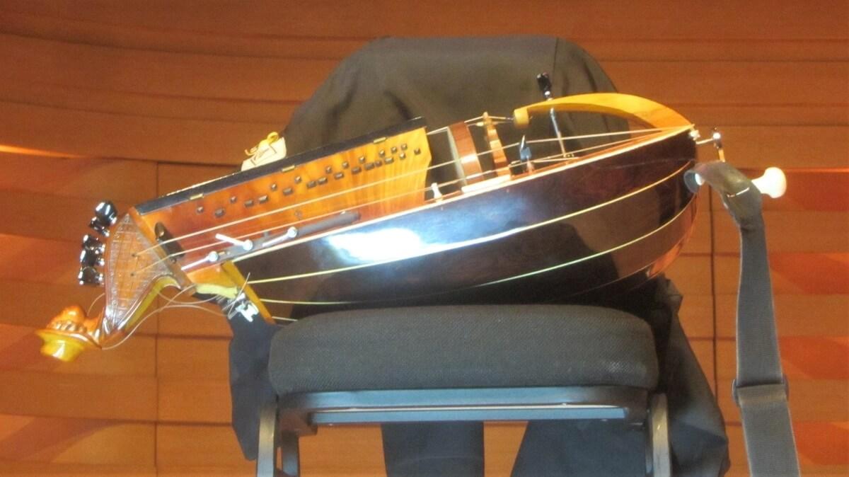 Philippe Sly's hurdy-gurdy (Photo : Joseph So)