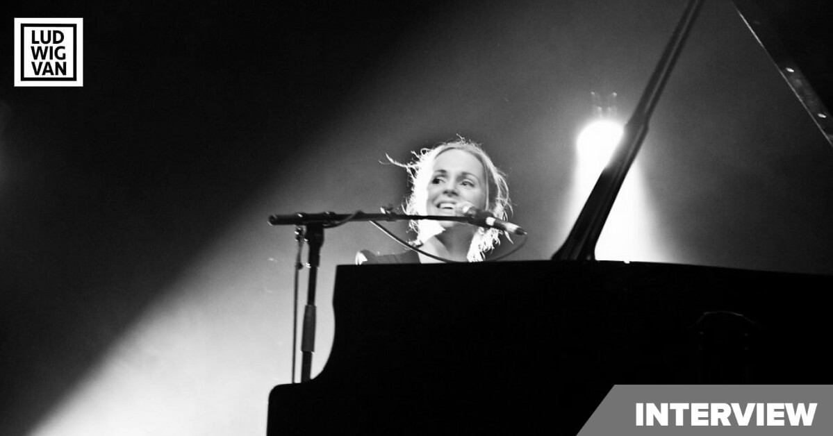 Agnes Obel in Paris, 2011 (Photo : Stefano81 under a CC 3.0 license)
