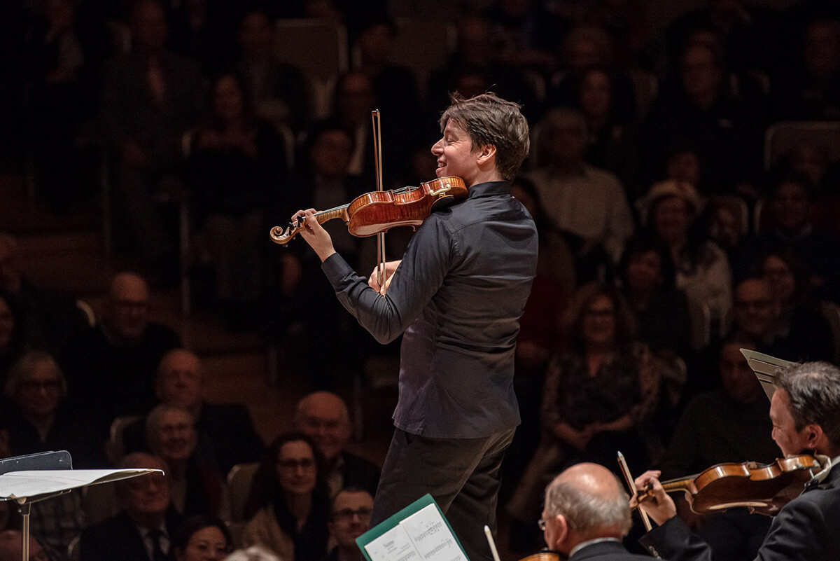 Joshua Bell and the National Arts Centre Orchestra at Roy Thomson Hall (Photo : Nick Wons)