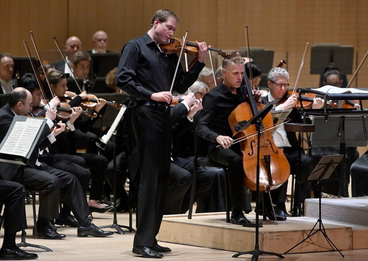 Jonathan Crow plays with the TSO (Photo: Jag Gundu)