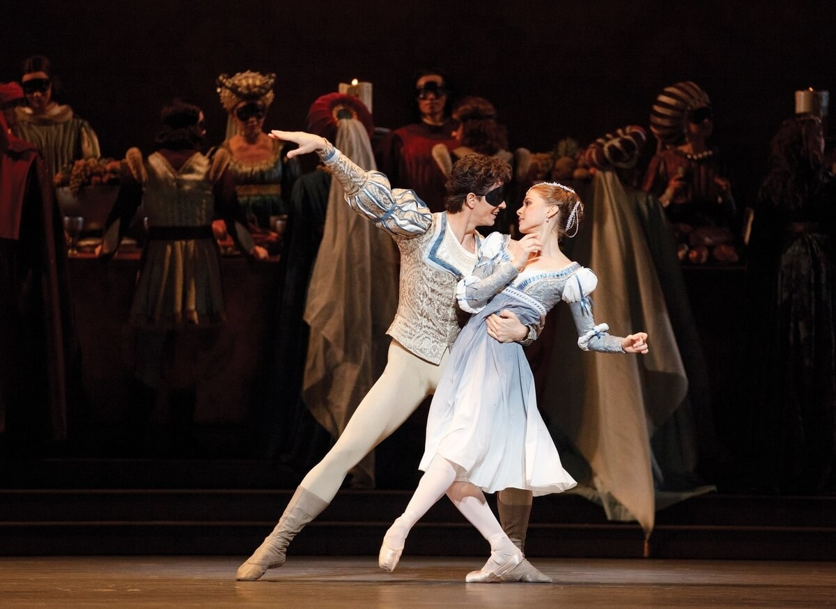 Guillaume Côté and Elena Lobsanova in Romeo and Juliet (Photo: Bruce Zinger)