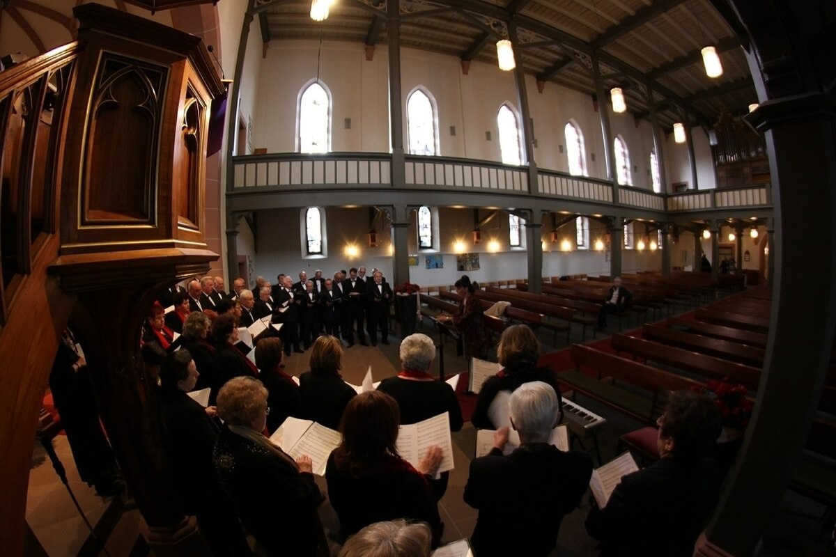 Church choir (Photo: Delphin Media from Pixabay)