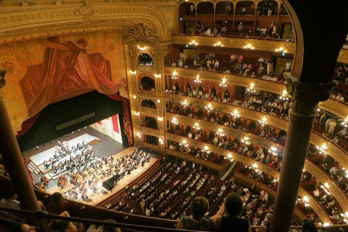 Teatro Colon, Buenos Aires, Argentina (Photo: TravelCoffeeBook from Pixabay)