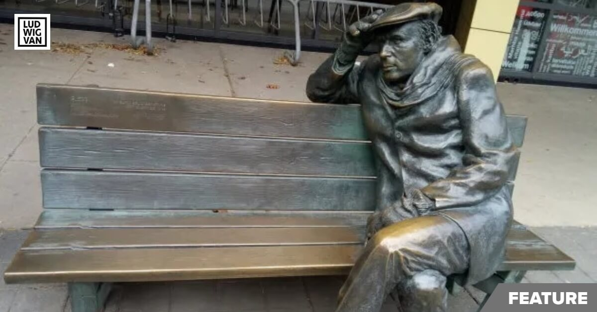 Bronze statue of Gould, by Ruth Abernethys outside the Glenn Gould studios in downtown Toronto (Photo: Lindsay Pereira)