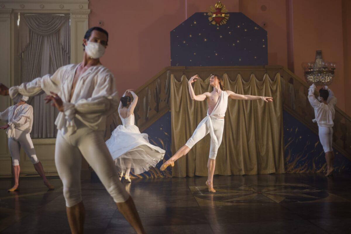 Opera Atelier's produciton of Handel's 'The Resurrection', Artists of Atelier (Photo: Bruce Zinger)