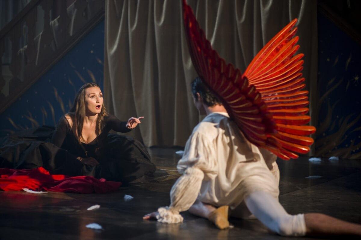 Opera Atelier's produciton of Handel's 'The Resurrection', Artists of Atelier Megan Lindsay & Tyler Gledhill (Photo: Bruce Zinger)