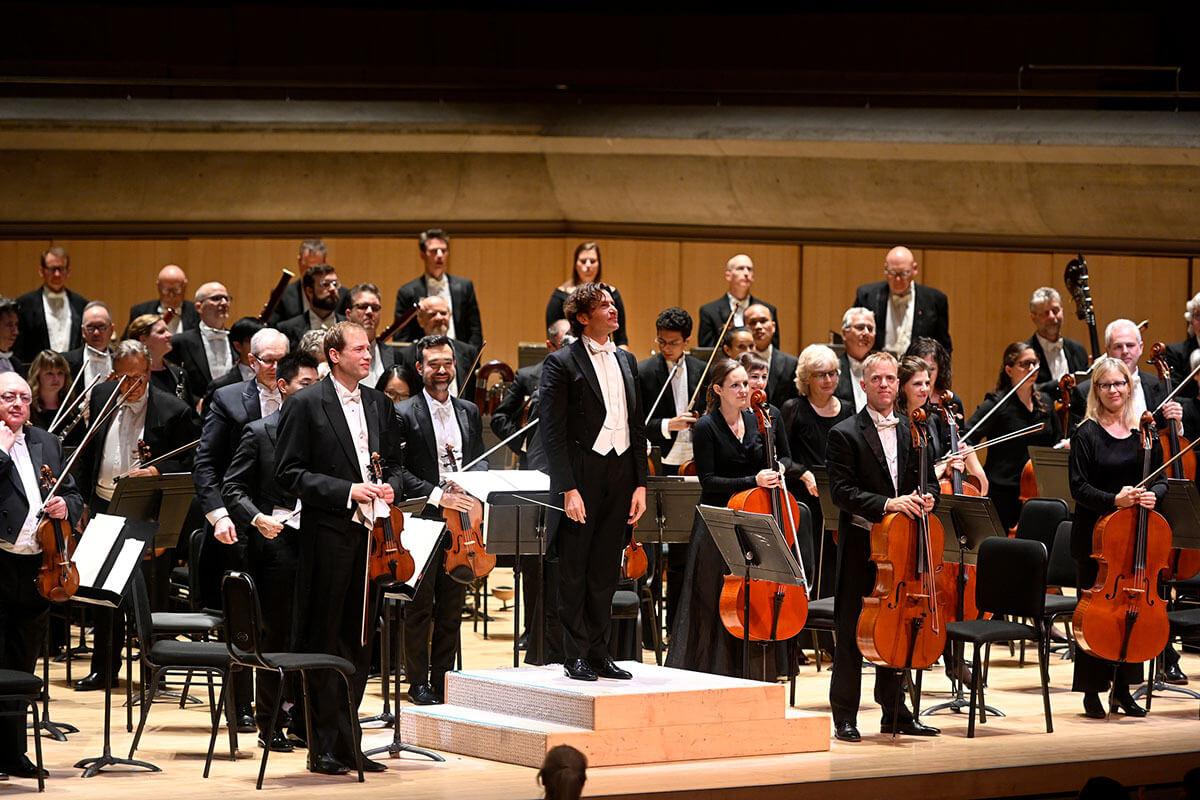 Gustavo Gimeno conducts the Toronto Symphony Orchestra (Photo: Jag Gundu)
